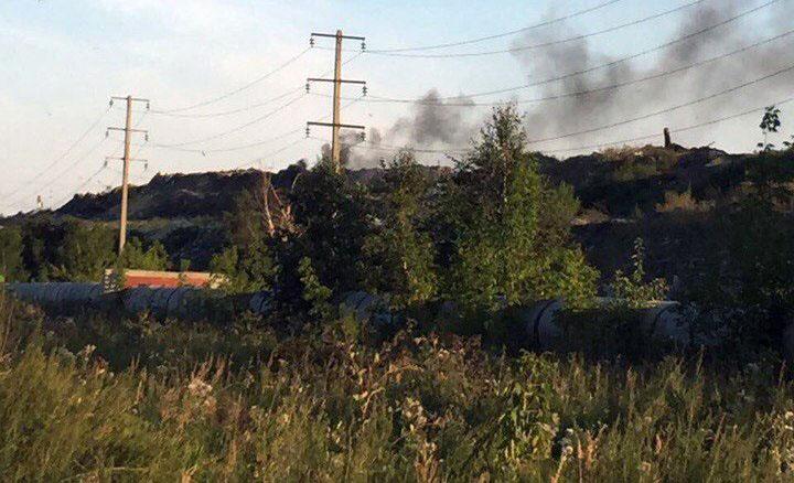 Поздно вечером, 15 августа, на Челябинской городской свалке вновь зафиксированы очаги возгорания.