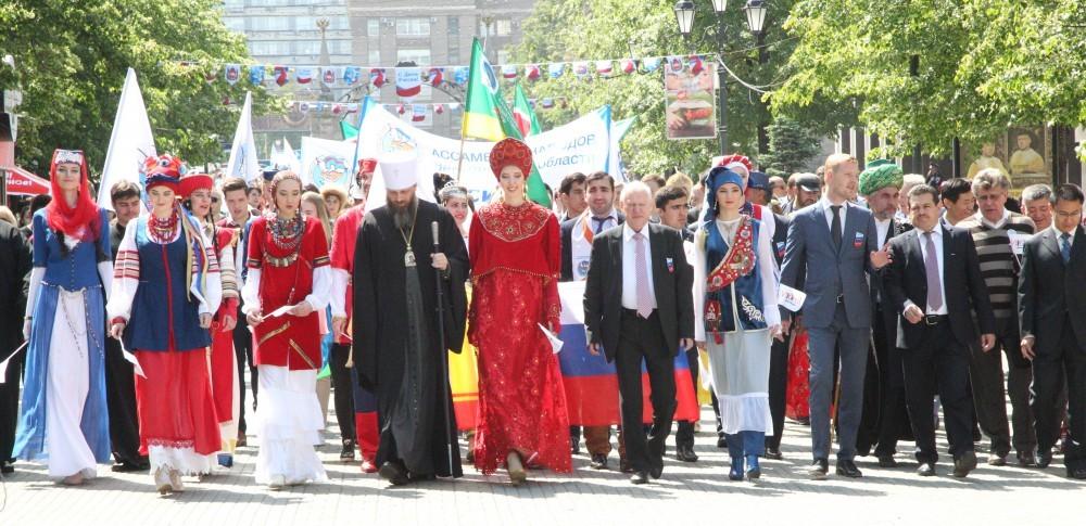 Открыло празднование шествие «Парад дружбы народов – 2017» , в котором приняли у