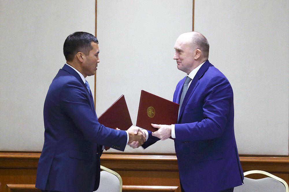 Свои подписи под документом поставили губернатор Челябинской области Борис Дубровский и полномочн