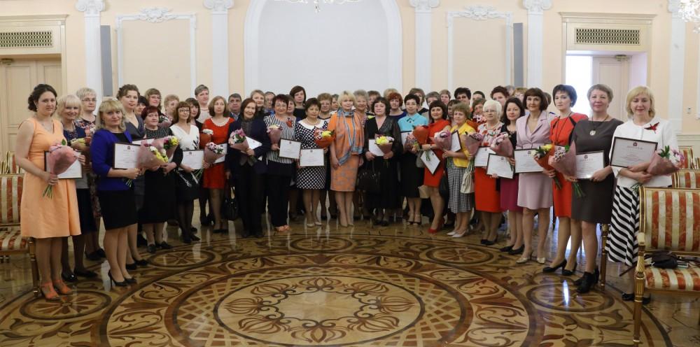 Губернатор Борис Дубровский отметил, что в регионе традиционно ко дню социального работника вруча