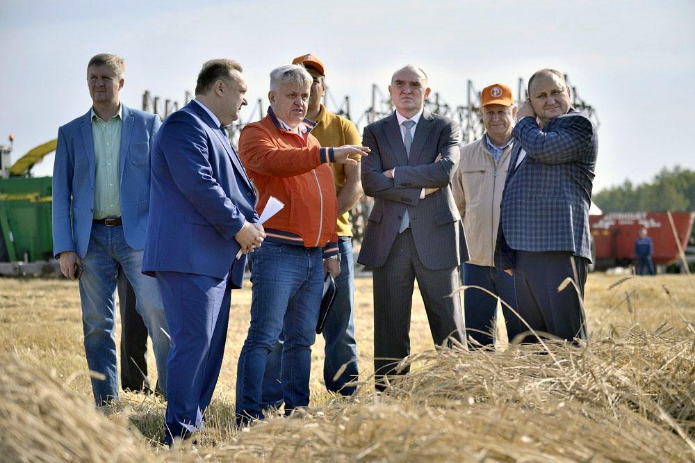 Глава региона побывал на полях сельхозпредприятия «Заря», входящего в агрохолдинг, в Сосновском р