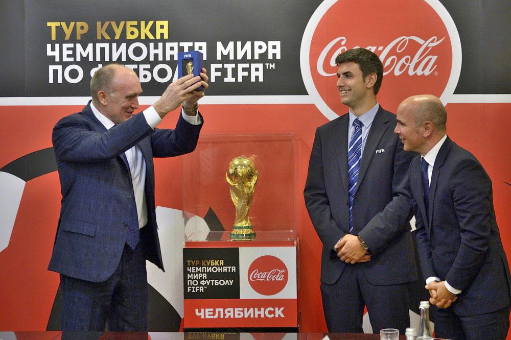 Компания Coca-Cola является организатором тура Кубка Чемпионата мира по футболу и официальным пар