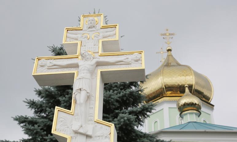Митрополит Челябинский и Миасский Алексий освятил Поклонный крест, установленный при входе на тер