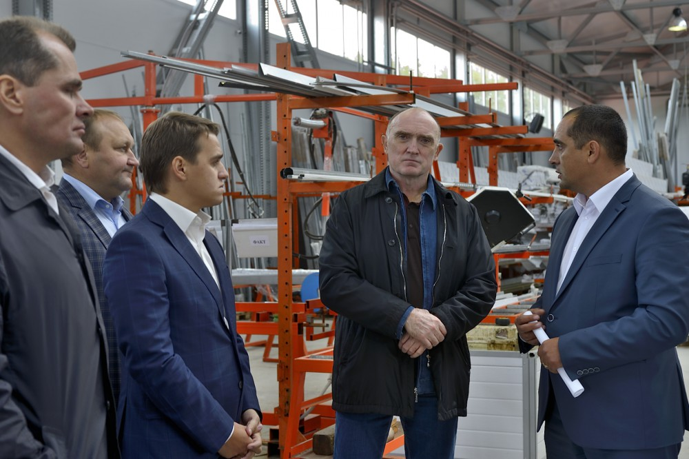 Сегодня, 11 сентября, губернатор Борис Дубровский посетил новый производственно-складской комплек