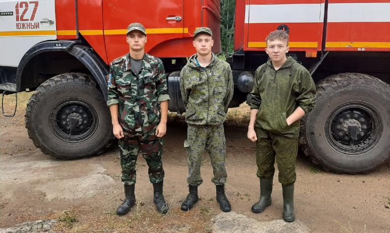 Юнармейцы и юные поисковики из различных районов Челябинской области пришли на помощь землякам в