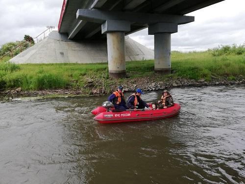 Из Миасса (Челябинская область) выловили бездыханное тело мужчины, который упал с моста в реку и
