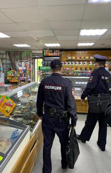 Полиция Челябинска провела масштабный рейд по так называемым «наливайкам» - кафе и барам, которые
