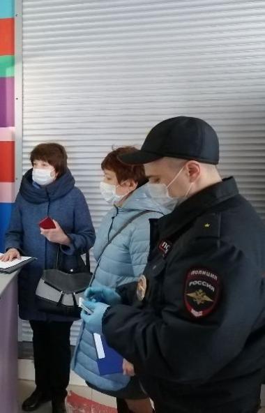 Сотрудники полиции Челябинской области продолжают осуществлять проверки южноуральцев, находящихся