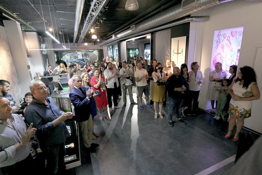 На презентации фотовыставки присутствовало более 50 видных деятелей испанского творческого сообще