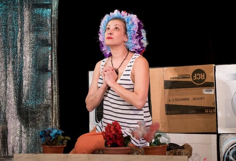 Как сообщила заведующая литературной частью театра Ирина Камоцкая, на эту постановку театр выигра