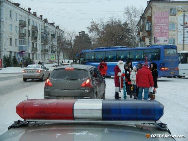 В конце профилактической беседы любой водитель мог сфотографироваться с инспектором «Морозом».