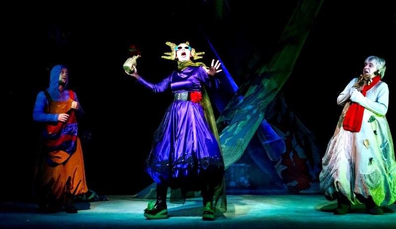 Как сообщили агентству «Урал-пресс-информ» в пресс-службе театра, премьера «Лешика и Звезды» сост