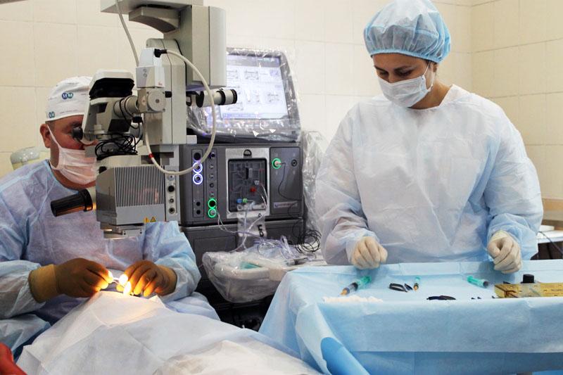 Челябинские микрохирурги офтальмологического центра областной больницы сделали все, чтобы вернуть