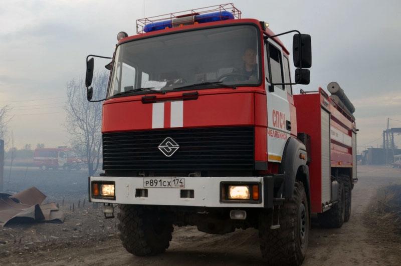 Бойцы МЧС по Челябинской области работают в круглосуточном режиме. Люди продолжают жечь костры и