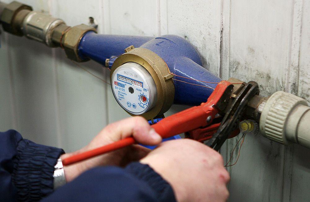 В Челябинске мошенники заставляют горожан менять приборыучета воды. Действуют под видом работник