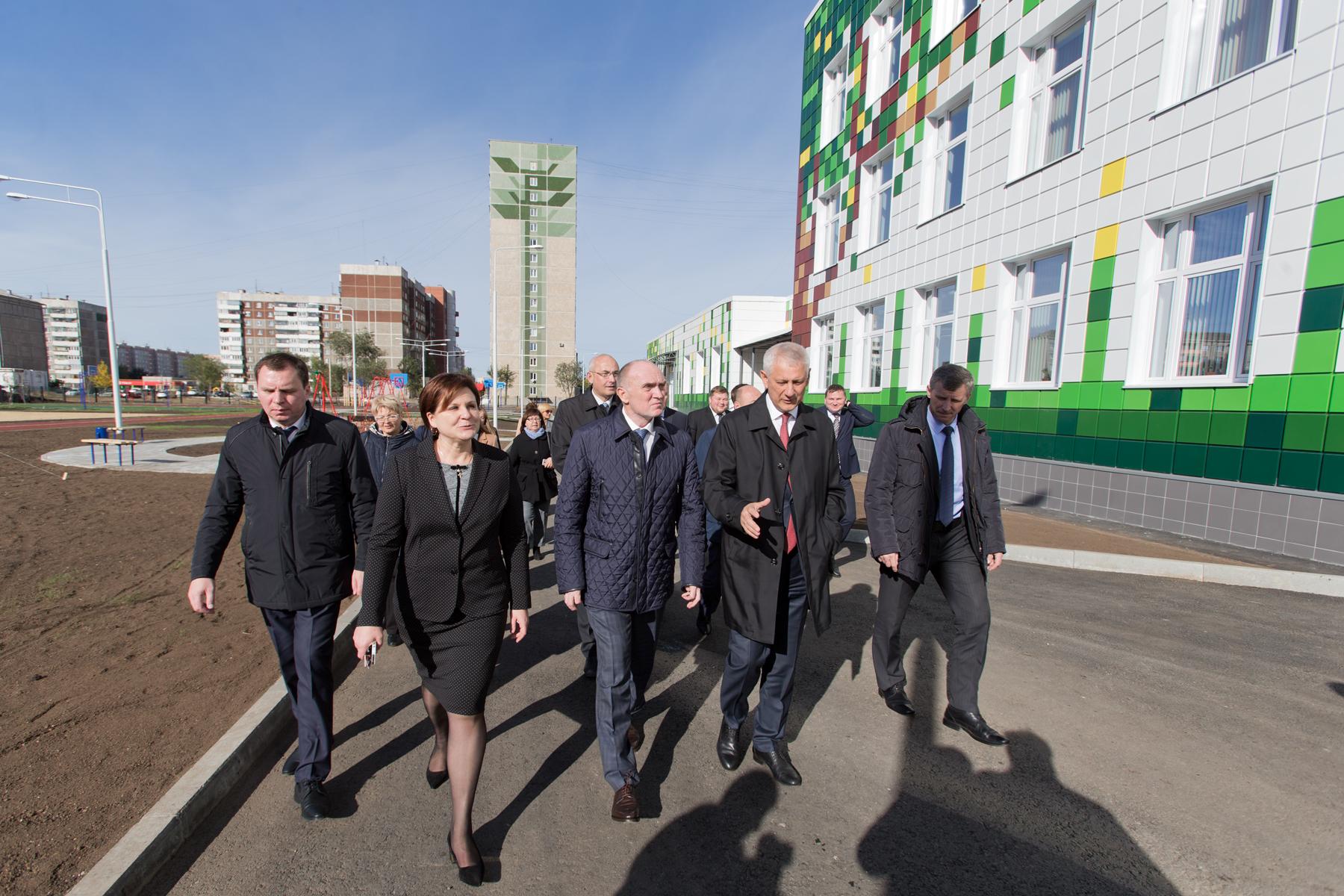 Губернатор Челябинской области Борис Дубровский осмотрел новую школу №1 на 825 мест в Магнитогорс