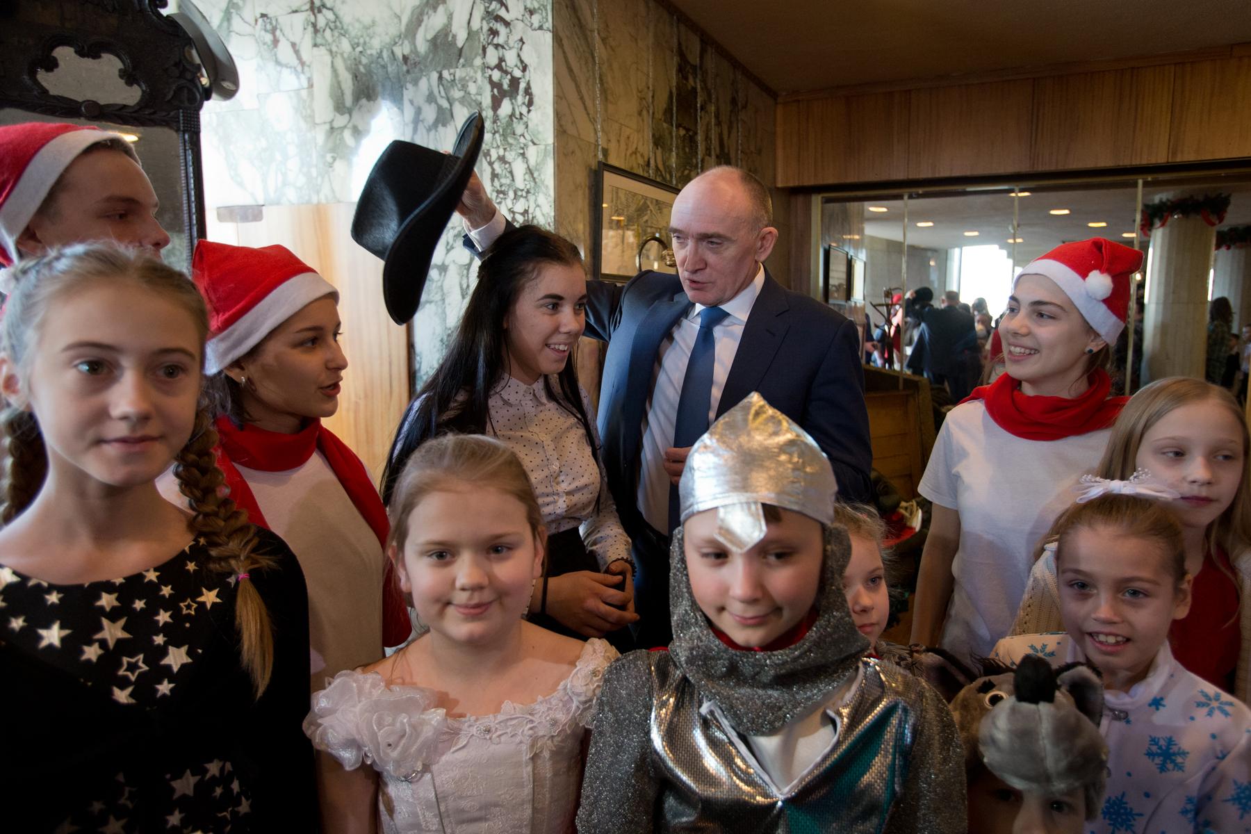 Губернатор Челябинской области Борис Дубровский поздравил с наступающим Новым годом более 700 дет
