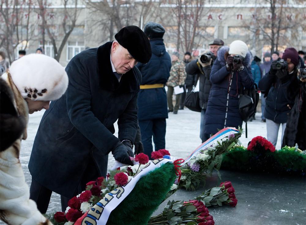 Сегодня губернатор Челябинской области Борис Дубровский принял участие в церемонии возложения цве