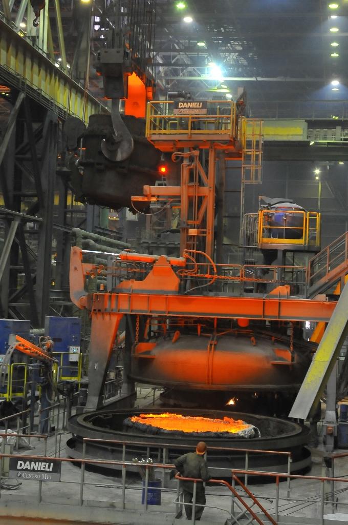 Нержавеющая сталь Челябинского металлургического комбината (ПАО «ЧМК», входит в Группу «Мечел») б