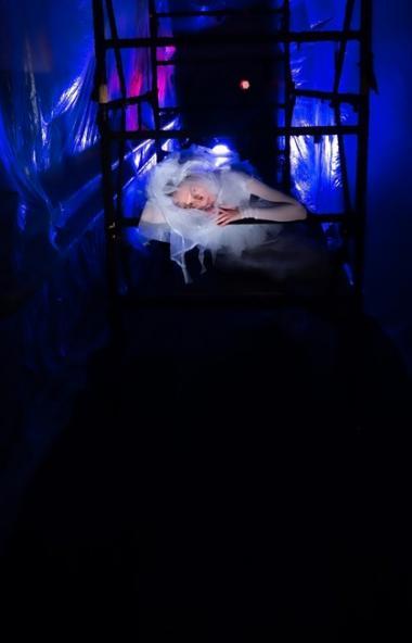 Новый спектакль Челябинского театра современного танца Ольги Поны — данс-бродилка «Металлочка». В