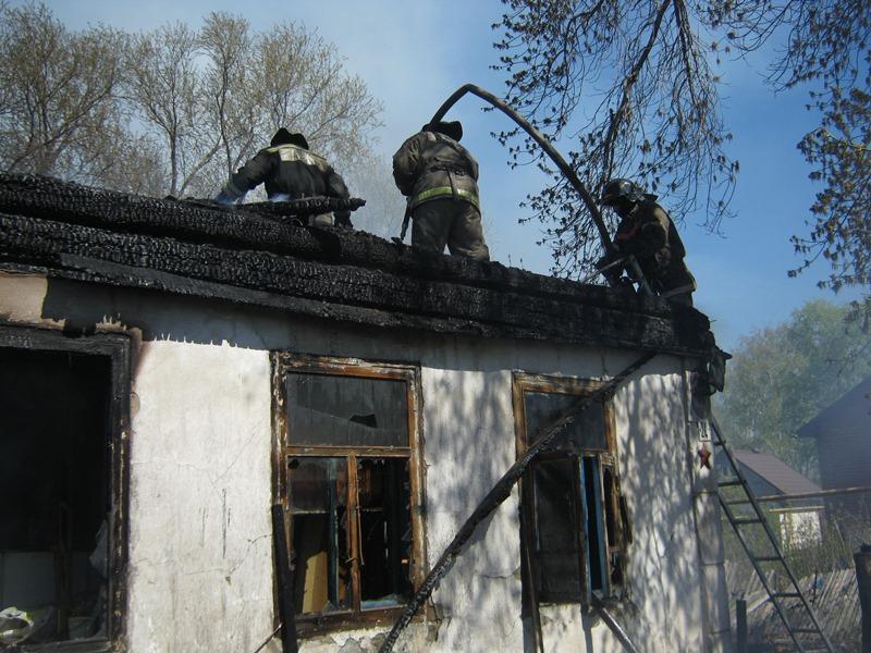 Пожар произошел 5 мая в поселке Бажова по улице Володарского. Как сообщили агентст