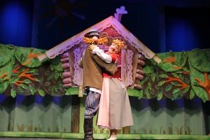 Как сообщила заведующая литературной частью театра Ольга Жукова, спектакль «Жили у Бабуси…» –пост