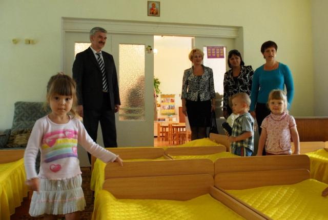 Шесть детских садов и четыре школы, расположенные в районе машиностроительного завода, являются п