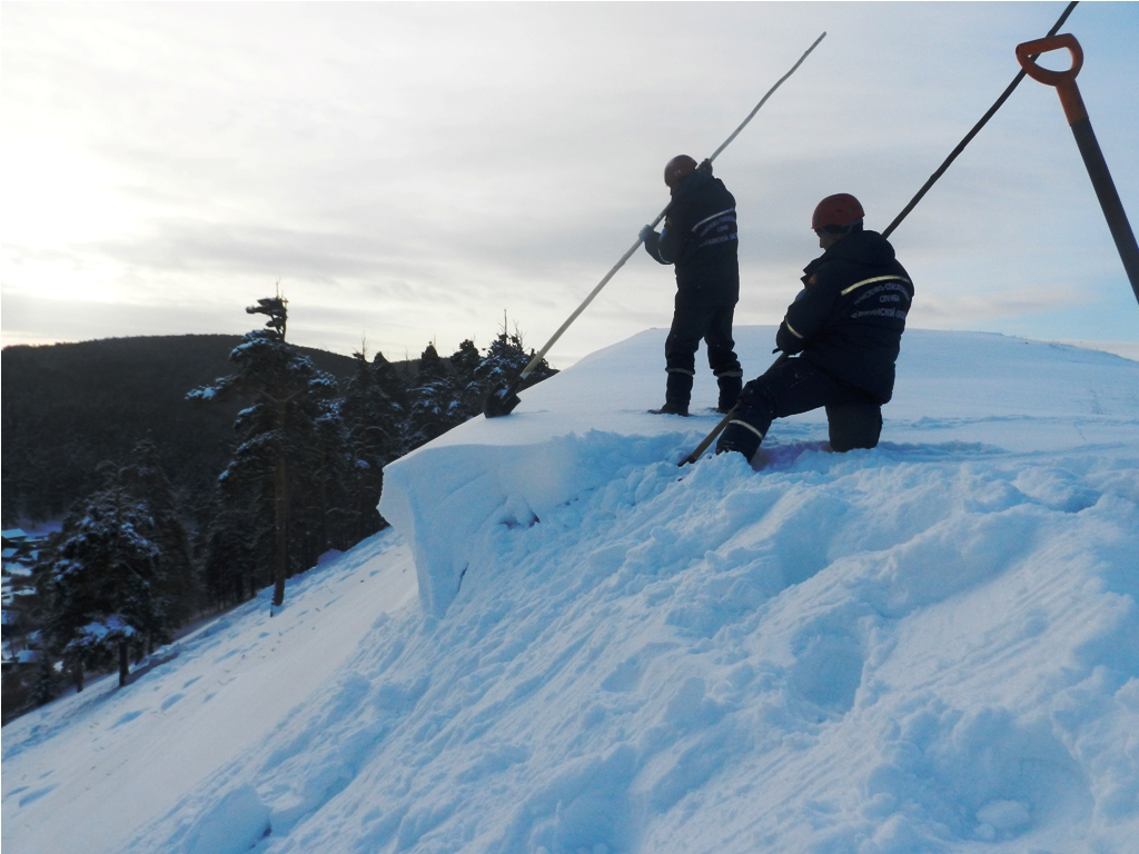 Как сообщили в Челябинском Гирометцентре, минувшей ночью в ряде районов выпал сильный снег. Снежн