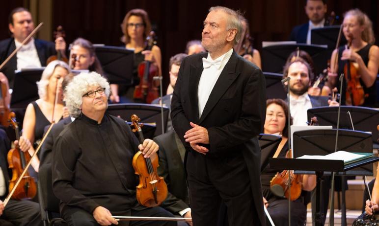 Завтра, 13 мая, в Челябинске с концертной программой выступит один из самых прославленных симфони