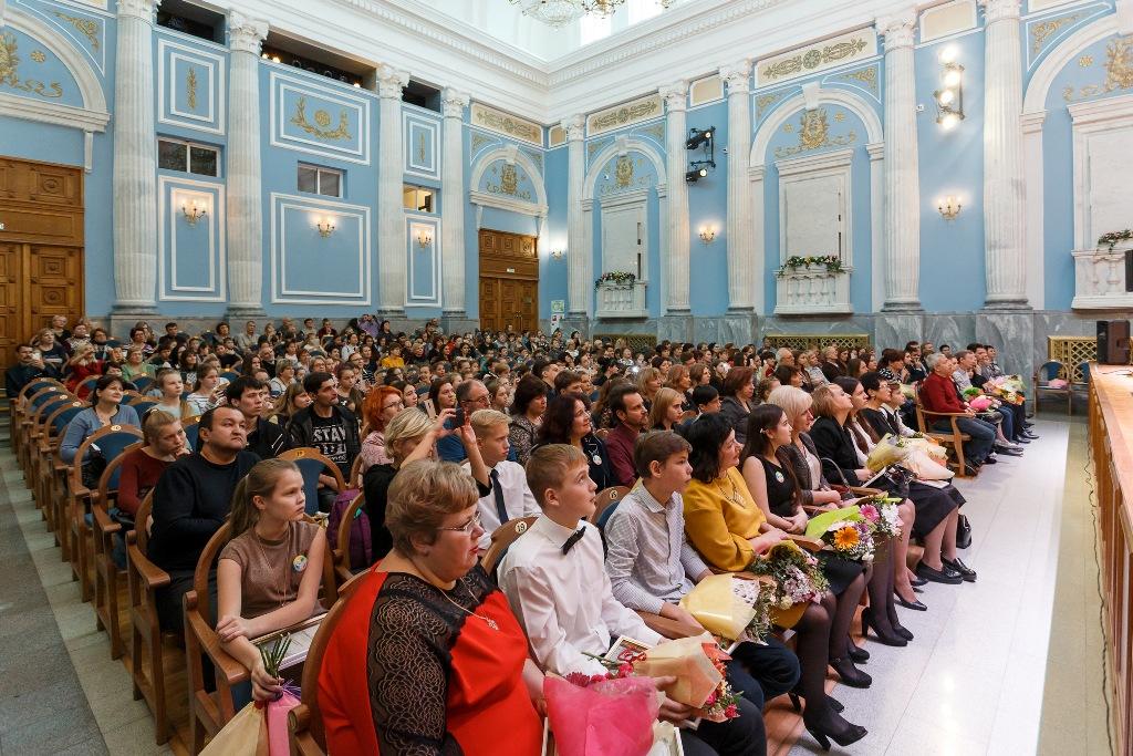 Вчера, 31 октября, министр культуры Челябинской области наградил юных музыкантов, вокалистов и ху
