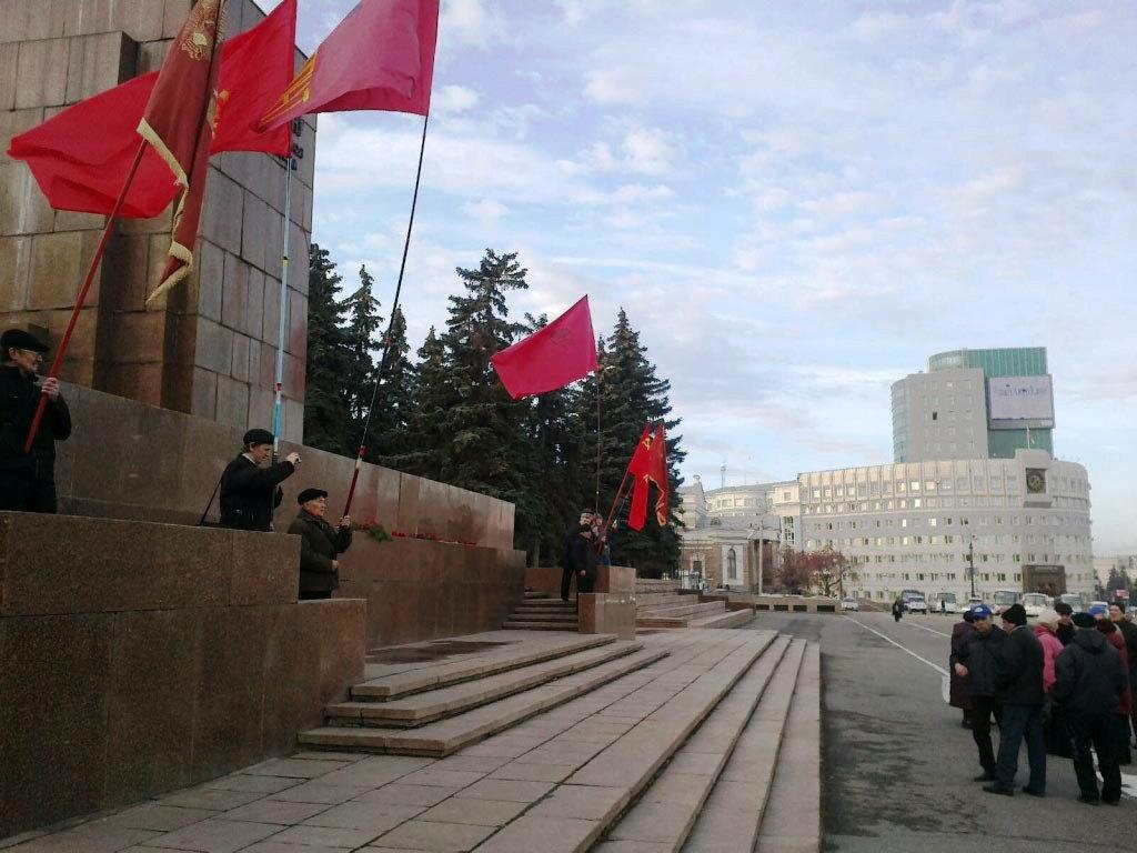 На площади планируются выступления представителей регионального отделения КПРФ и активистов комму