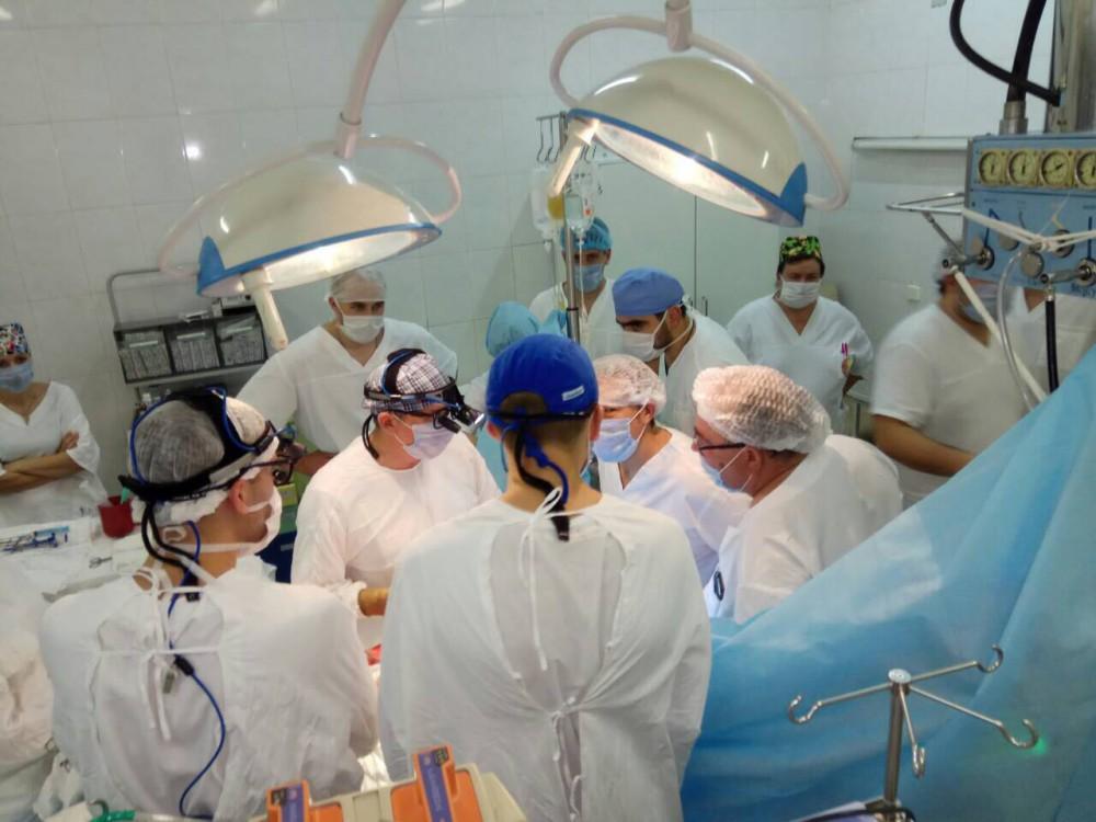 Как рассказал главный врач ЧОКБ Дмитрий Альтман, первая в мире пересадка сердца от человека к чел