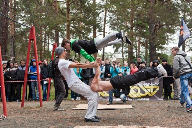 «Workout» - уличная гимнастика, которая в последнее время становится популярной у молодежи. Для
