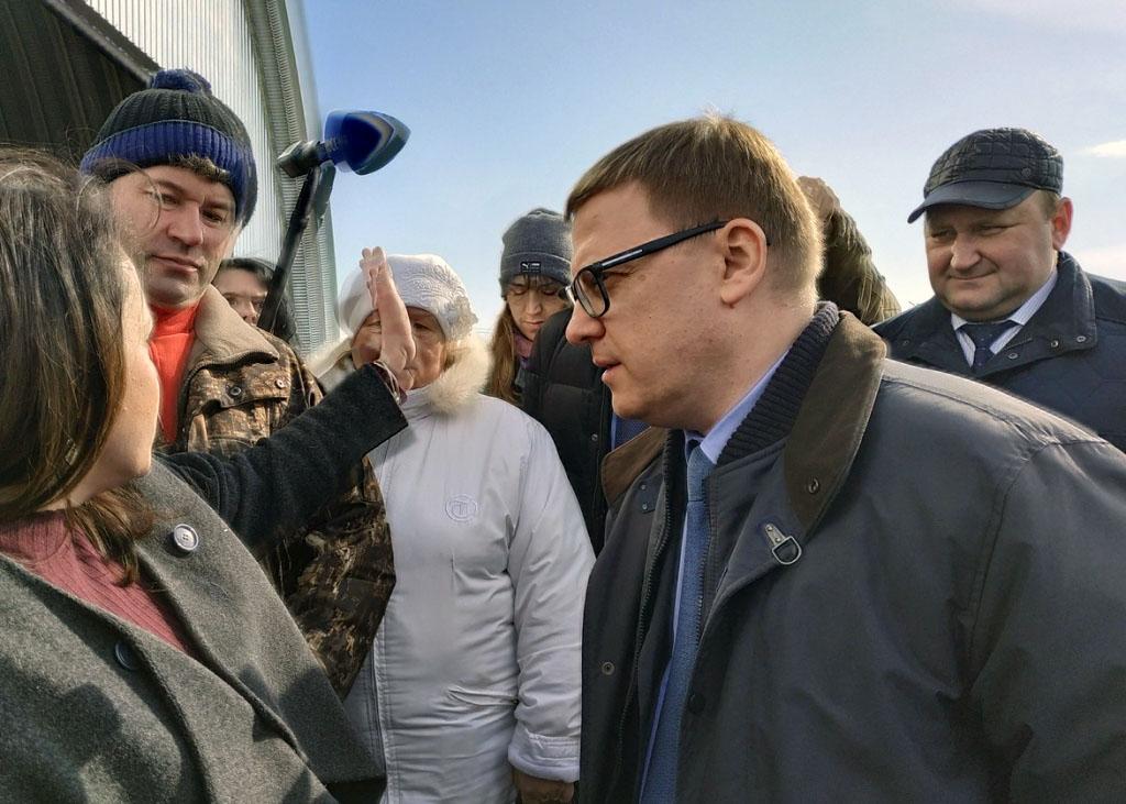 Активные жители поселка Полетаево (Челябинская область) прорвались к временно исполняющему обязан