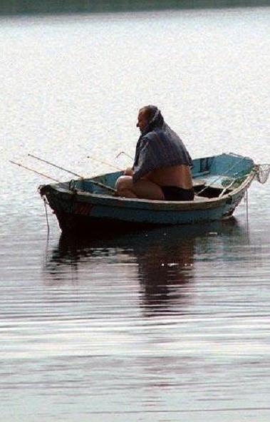 Прокуратура признала незаконной платную рыбалку на озере Еткуль в Челябинской области.