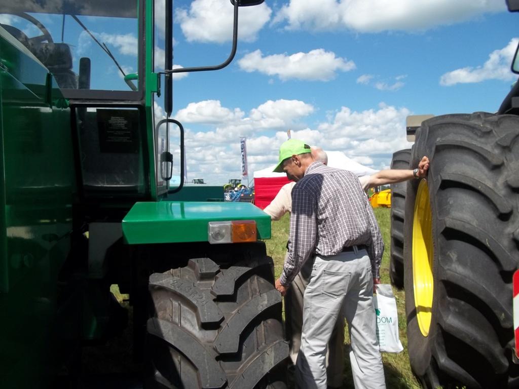 Праздник завершения весенних посевных работ «День поля – 2017» проходил на землях колхоза