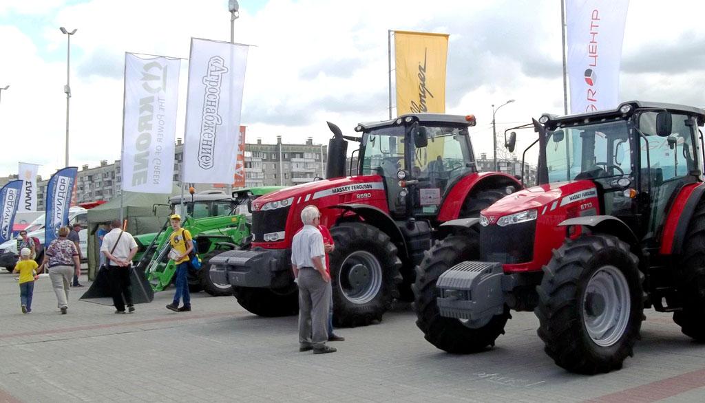 Борис Дубровский и руководители агропромышленного комплекса, официальные гости выставки осмотрели
