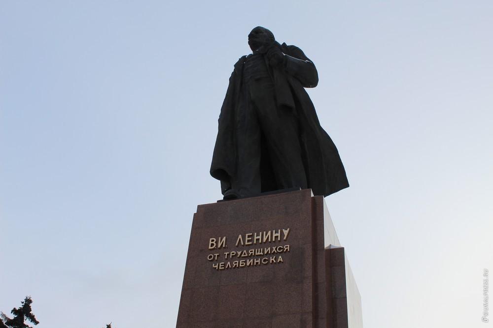 В четверг, 29 ноября, сотрудники пермской компании «Евразия-Сервис» подготовили к сдаче постамент