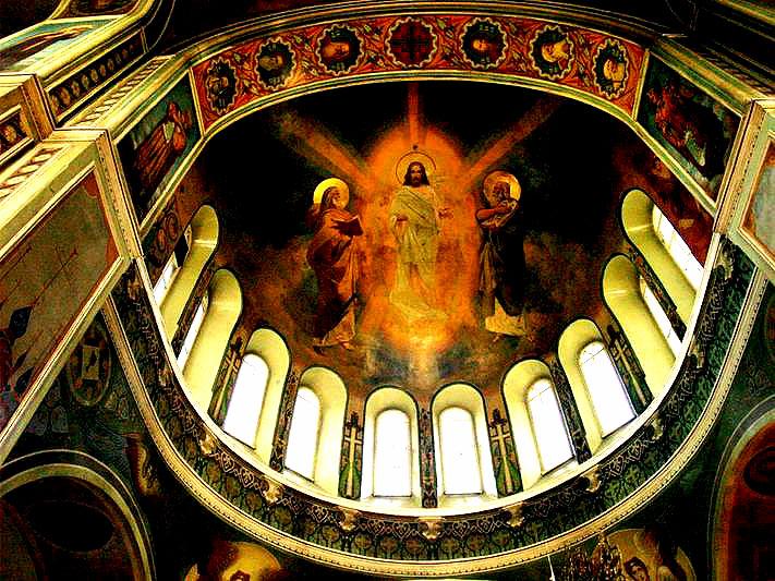 Праздник установлен в память обретения и воздвижения Креста Христова. Это знаменательное событие