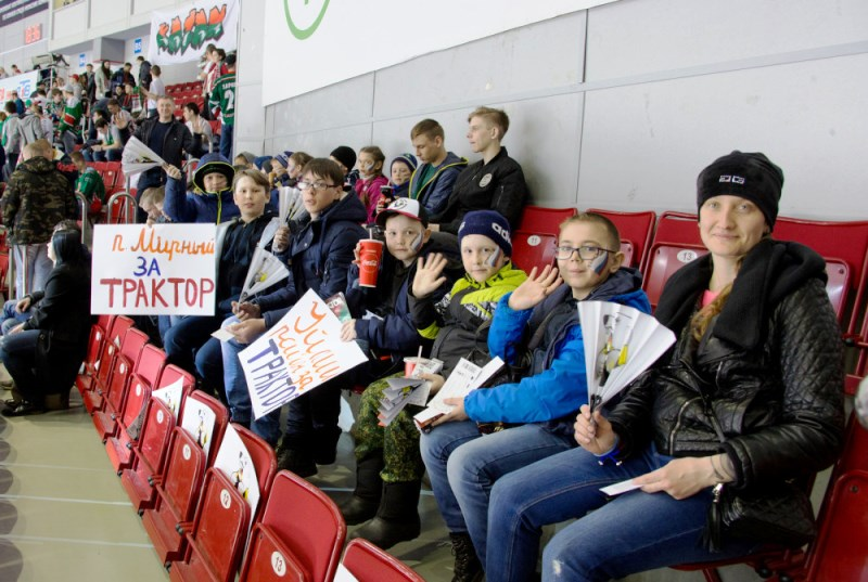 Как уже сообщало агентство, Борис Дубровский 30 марта посетил новый крытый хоккейный корт в Уйско
