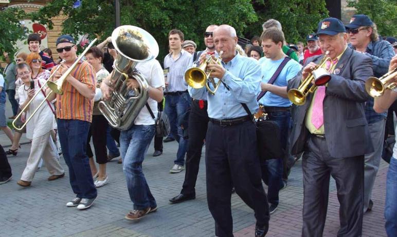 В Челябинске через неделю, 19 июня, на пешеходной части улицы Кирова пройдет стрит-парад джазовых