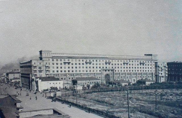 О «доме на площади», который знаком каждому челябинцу, ведь находится он на главной площади город