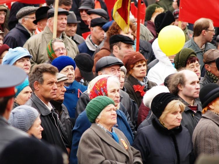 По оценкам наблюдателей в шествии приняли участие около пяти тысяч человек, десятки предприятий и