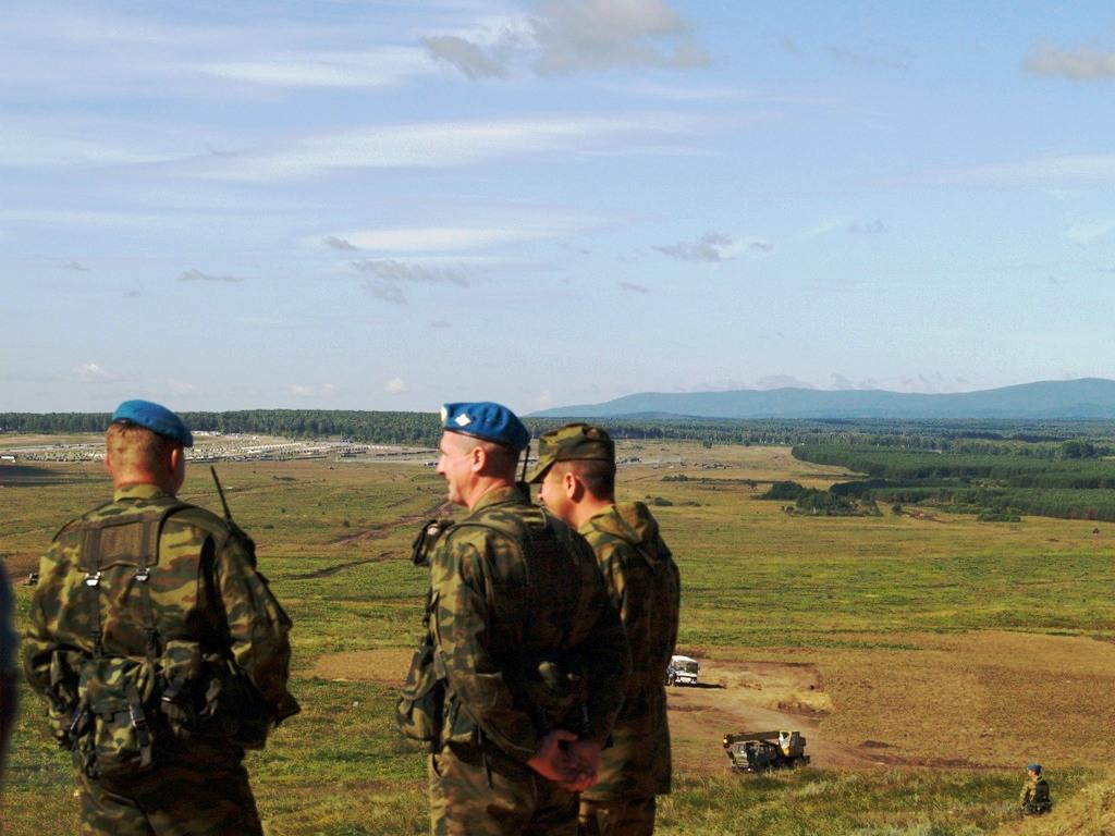 Как передает корреспондент агентства «Урал-пресс-информ», военные наблюдатели, журналисты ожидают