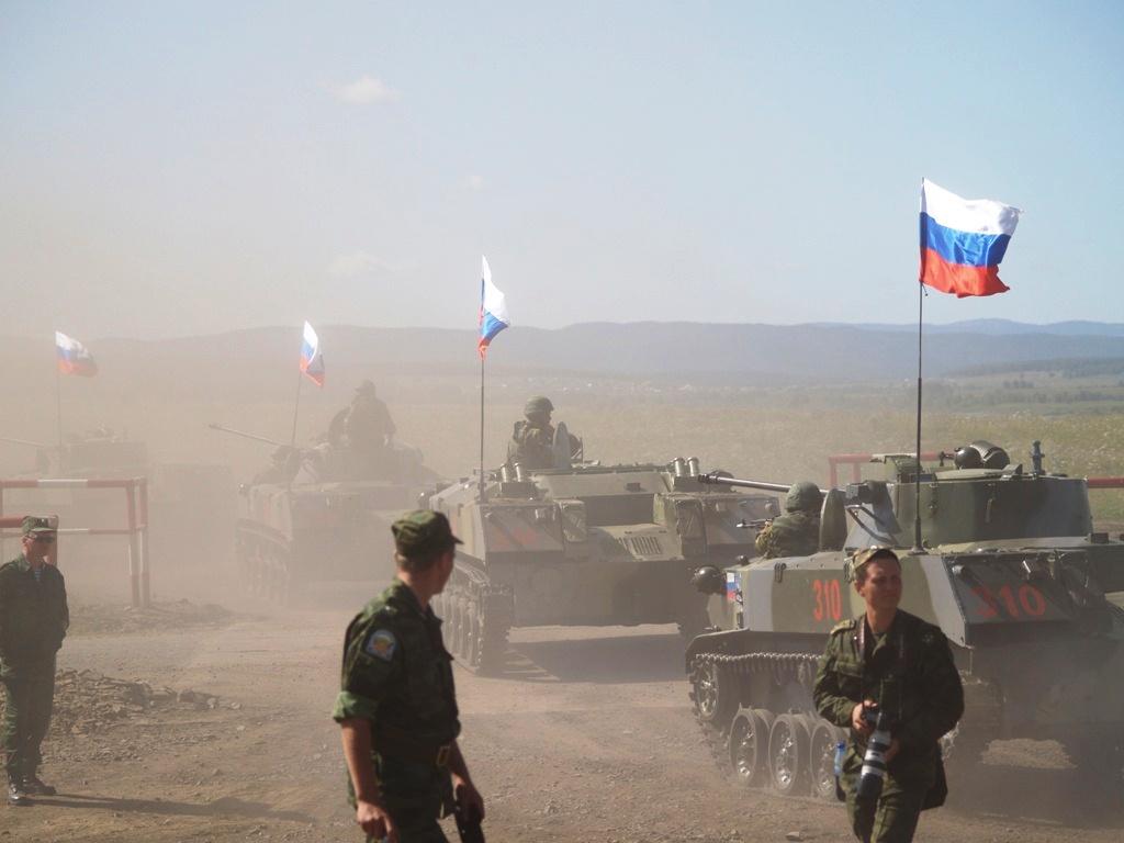 За учениями наблюдали президент РФ Владимир Путин, председатель КНР Ху Цзиньтао, президенты Казах