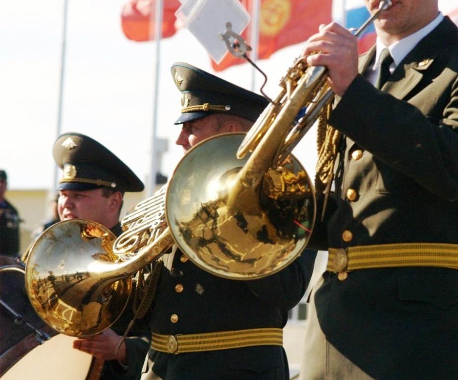 Концерт открыл дважды Краснознаменный академический ансамбль песни и пляски Российской Армии имен