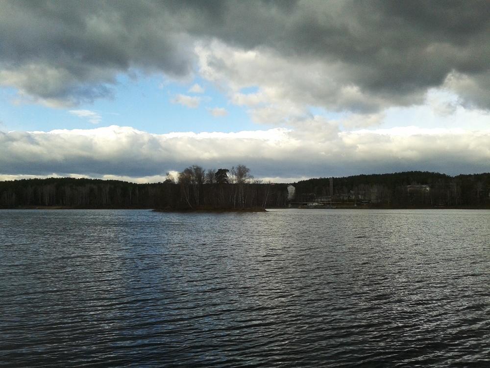 «Отдыхала с детьми на озере Еловом, очень разочарована. Такого грязного озера я не видела. У бере