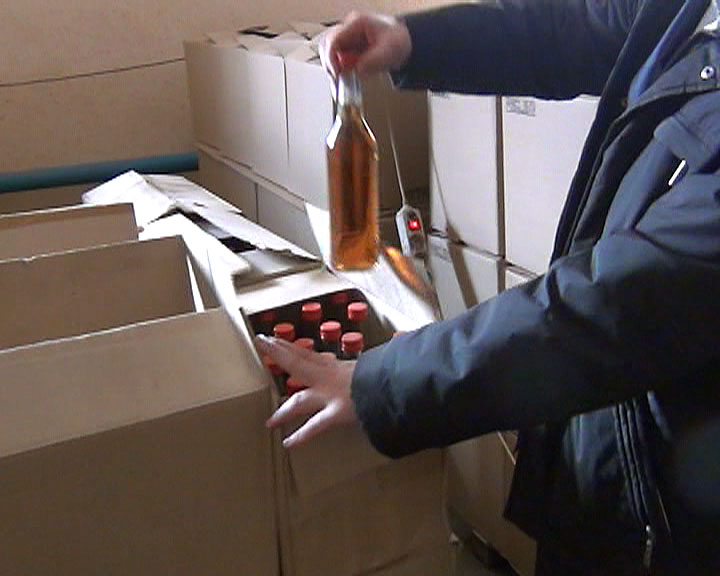 Как сообщили агентству «Урал-пресс-информ» в УМВД по Челябинску, контрафактное спиртное могло при