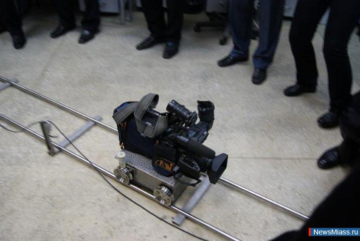Робот, похожий на невзрачную с виду «тележку», или «паровозик», как в шутку называют свое детище