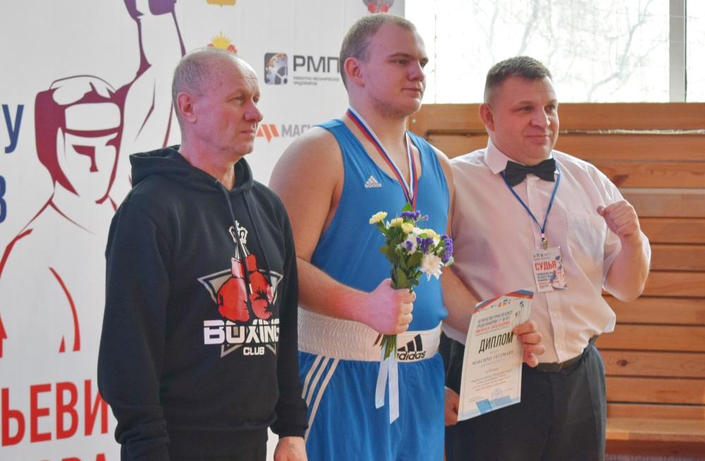 За награды соревнований спорили около сотни спортсменов в возрасте 17-18 лет из Челябинской, Тюме